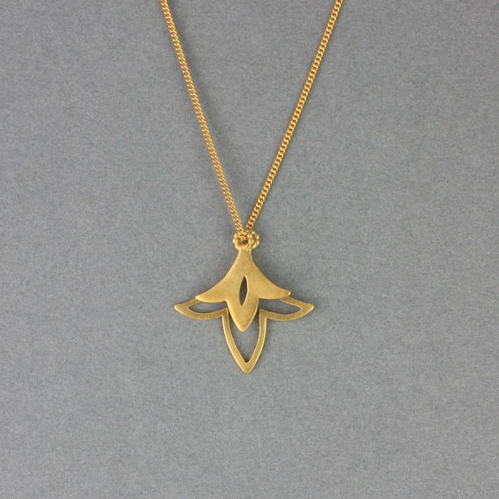 Lily Necklace Gold