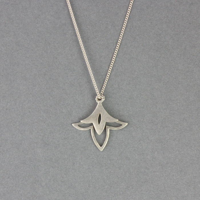 Lily Necklace Silver