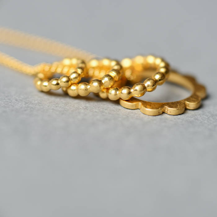 Lulu Necklace Side Gold